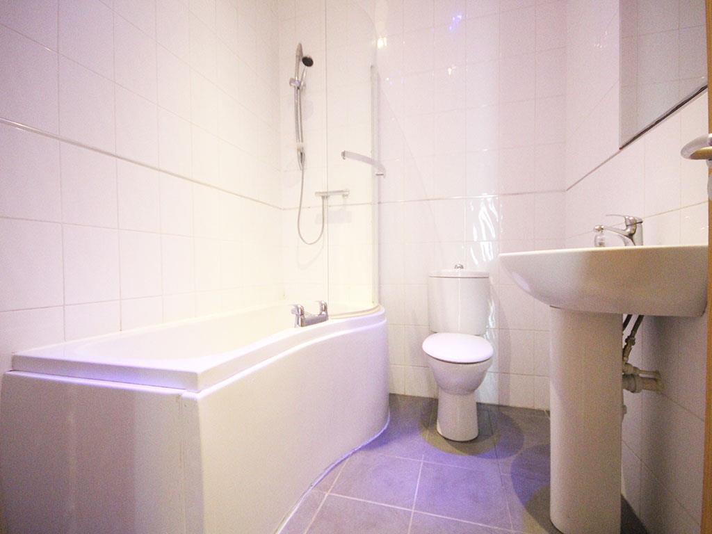 2 bedroom apartment To Let in Colne - IMG_3446.jpg